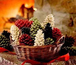 decoratiuni de iarna din conuri de brad vopsite 3