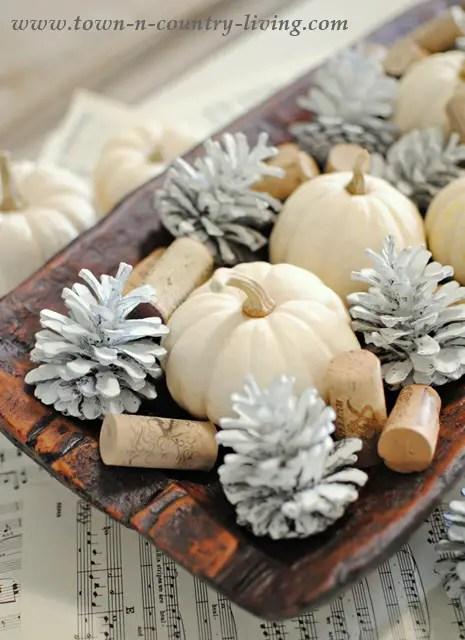 decoratiuni de iarna din conuri de brad vopsite 2