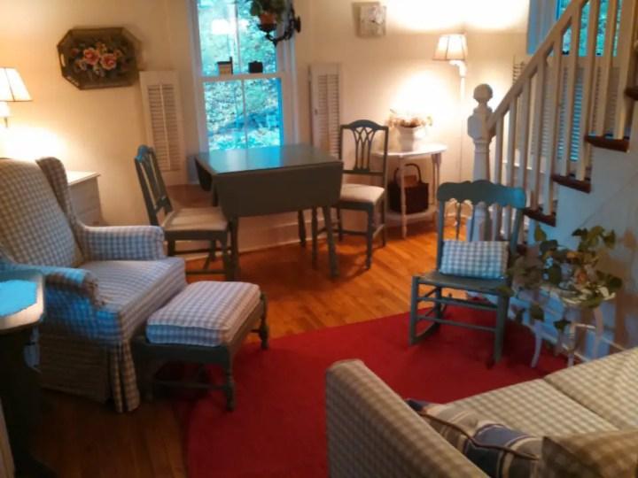 proiecte de case mici si cochete 3 sufragerie