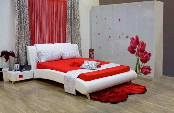 dormitor-rosu