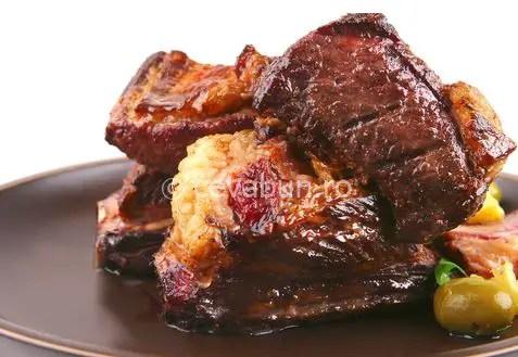 friptura de porc pentru masa de Craciun vin