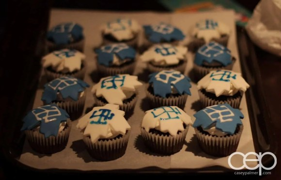 Toronto Maple Leafs cupcakes made by Valeria Rivera