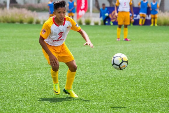 2017 Scotiabank CONCACAF Champions League Under 13 Fútbol Tournament: A player from Honduras' CD Victoria Ready for the Ball