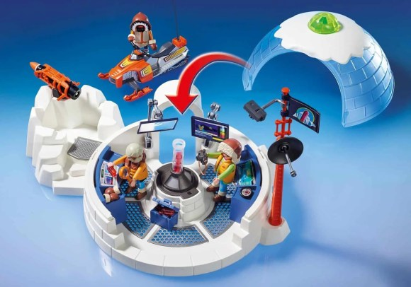 Getting Boredom in Order with the PLAYMOBIL Arctic Expedition Headquarters!—Headquarters Interior