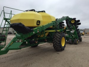 John was at the dealer to pick up a part for the 9360R tractor, and he snapped this picture and texted it to me. This is a 2017 JD 1910 air cart with 50-foot 1890 NT drill. This will plant 60 rows with each pass.