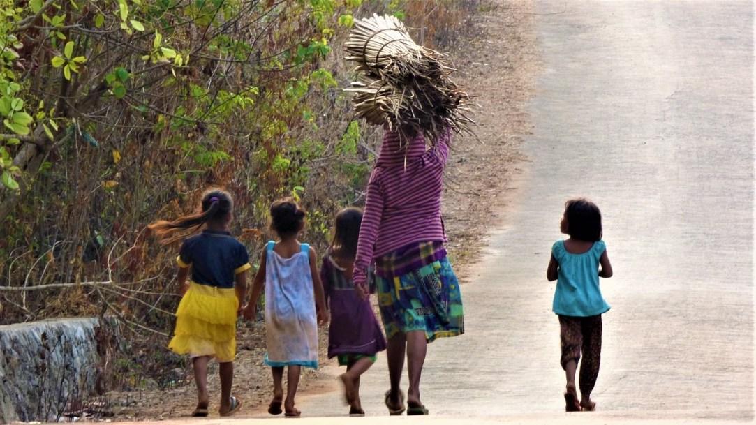 De padres, niños, pobrezas y derrotas_ Casi literal