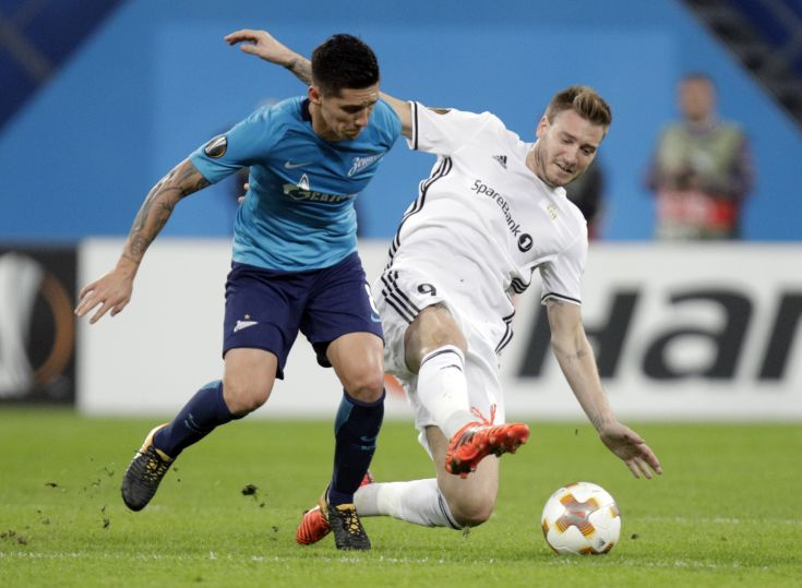 Zenit's Matias Kranevitter, left, fights for the ball with Rosenborg's Nicklas Bendtner during a Europa League group L soccer match between Zenit St. Petersburg and Rosenborg BK at the Saint Petersburg stadium in St. Petersburg, Russia, Thursday, Oct. 19, 2017. (AP Photo/Dmitri Lovetsky)