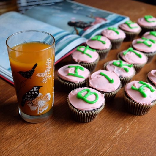 Pumpkin juice and Harry Potter birthday cupcakes