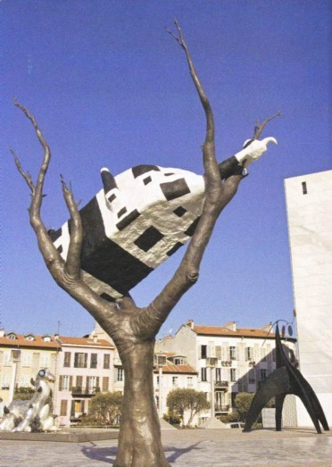 John Kelly, Cow Up a Tree, exposée au MAMAC (Nice)