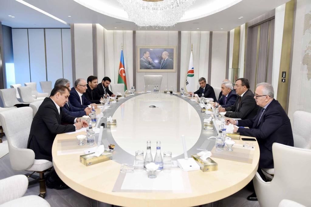 Баку и Тегеран развивают сотрудничество в нефтегазовой сфере на Каспии