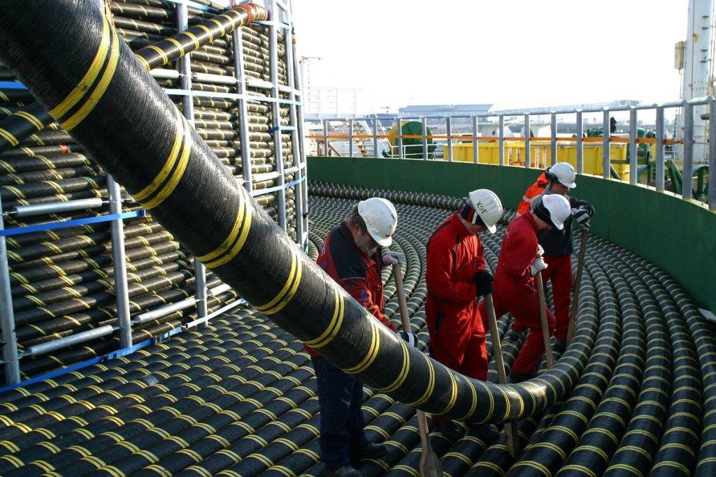 По дну Каспия могут проложить подводный кабель