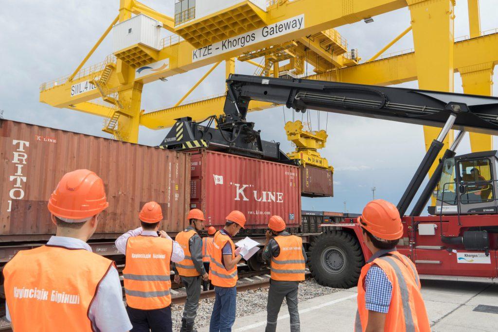 Иран и Россия в сентябре откроют контейнерный маршрут на Каспии