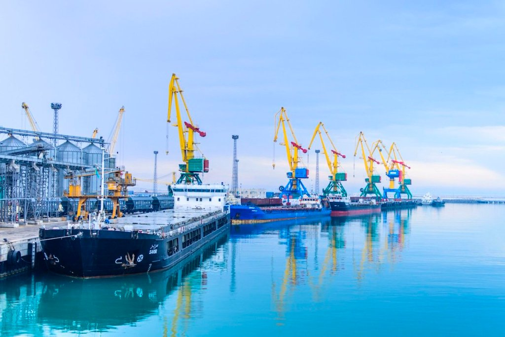 Порт Актау «штормит». Как пандемия повлияла на морскую торговлю