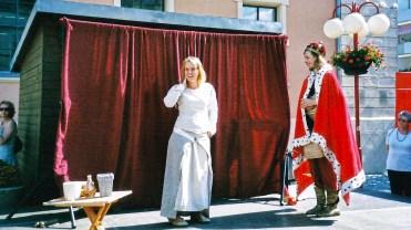 Töpferin und König treffen sich
