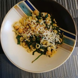 Spicy Garlic Chickpea Spinach Pasta