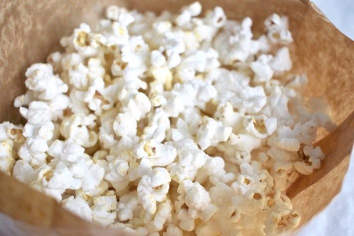 Vegan microwave popcorn with olive oil and salt