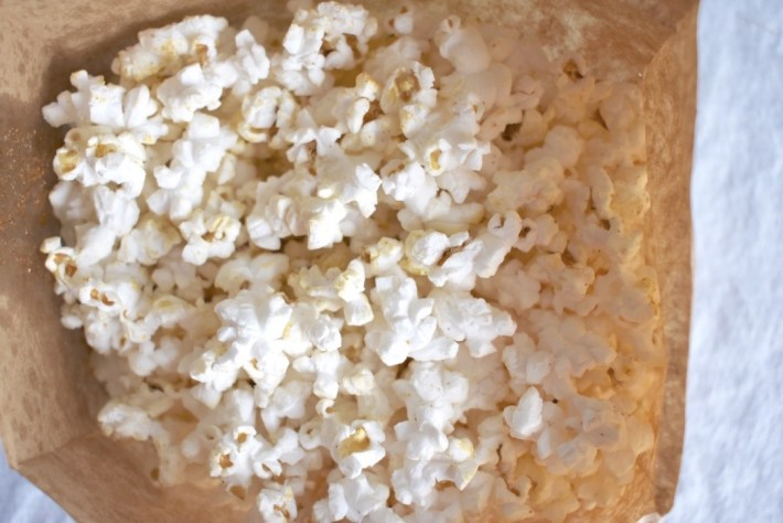 Homemade microwave popcorn with oil and seasoning