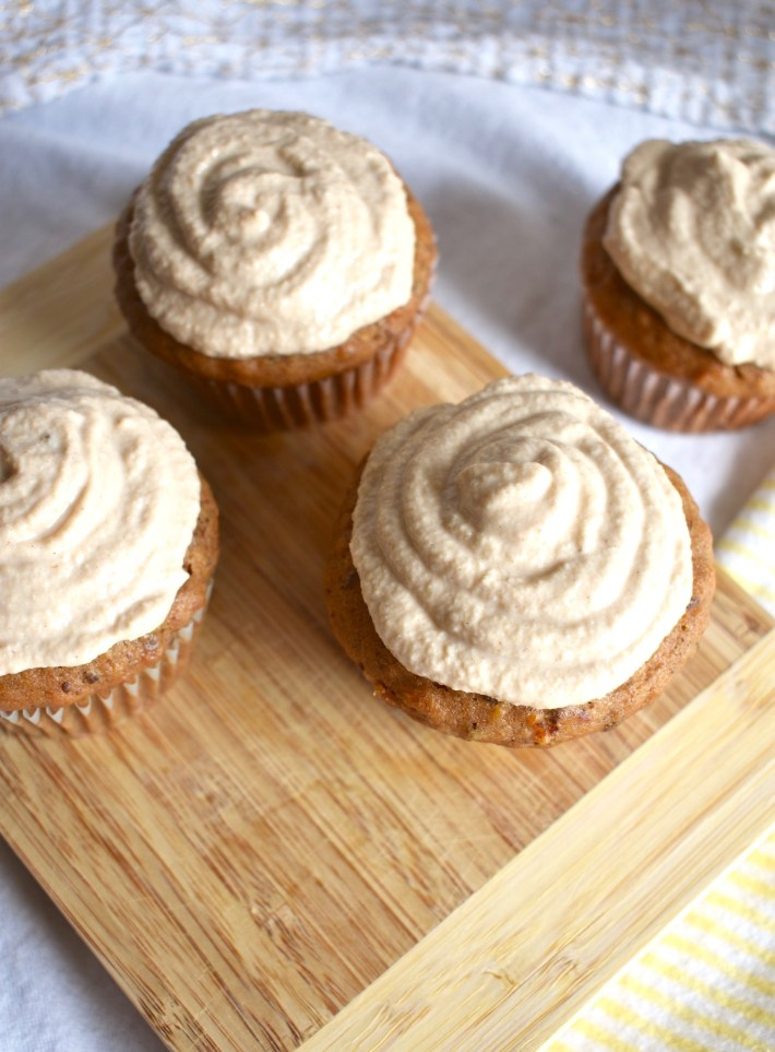 cashew frosted carrot cake cupcakes