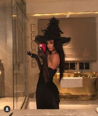 witch halloween costume Kendall Jenner