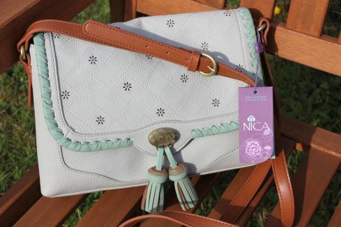 Cassiefairy blog Nica Estelle vintage school bag satchel