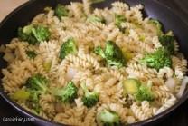 Summer recipe for delicious cheese and broccoli pasta tortilla -3