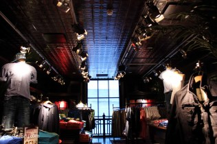Getting interior design inspiration from Hollister store in Cambridge-2