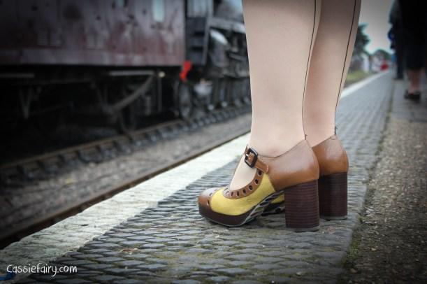 steam railway 40s weekend and vintage fashion-6