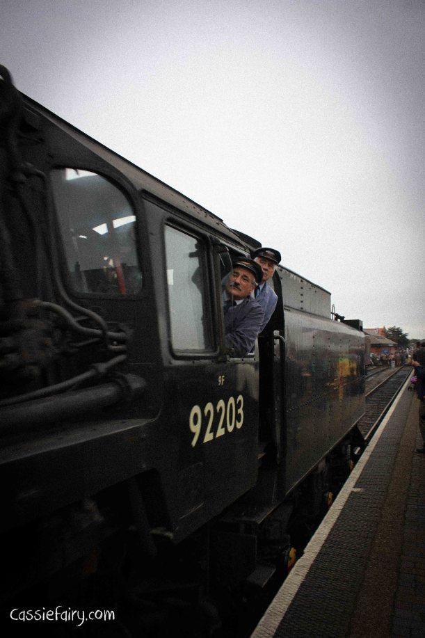steam railway 40s weekend and vintage fashion-8