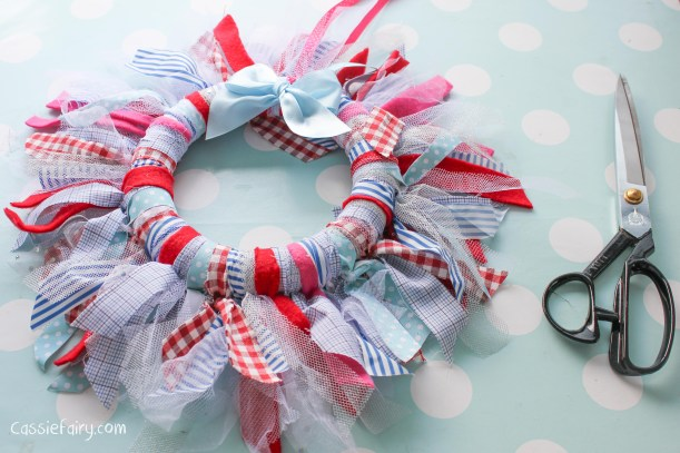 DIY fabric wreath for Christmas - step by step tutorial-10