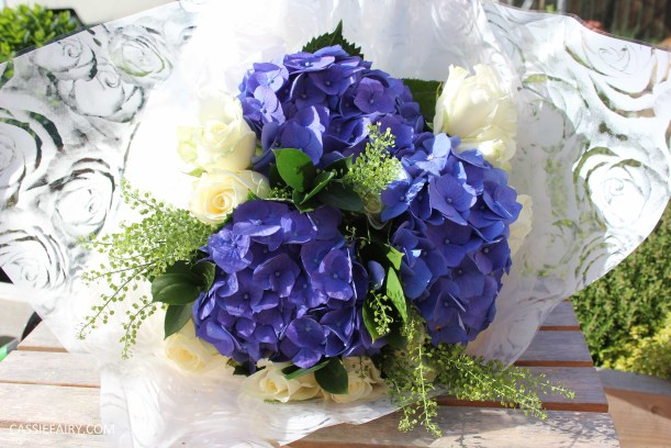 flower bouquet inspiration blue hydrangea and rose_-3