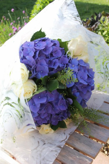 flower bouquet inspiration blue hydrangea and rose_