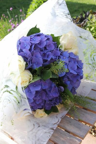 flower bouquet inspiration blue hydrangea and rose_