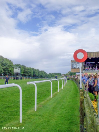 race day racecourse_-6