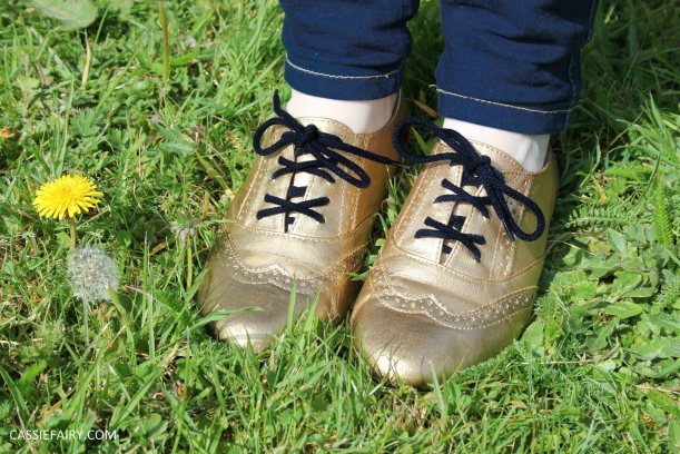 tuesday shoesday cassiefairy diy shoe makeover using fabric spray paint from rustoleum-7