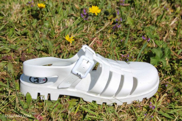 summer footwer trend white jelly shoes-2