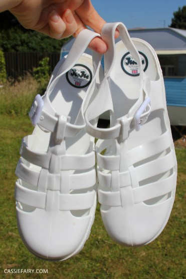 summer footwer trend white jelly shoes