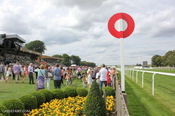 newmarket-racecourse-summer-saturdays-race-day-music-event-2