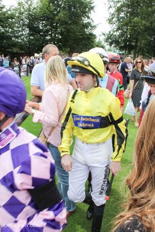 newmarket-racecourse-summer-saturdays-race-day-music-event-9