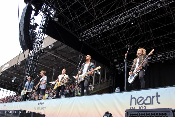 newmarket-racecourse-summer-saturdays-race-day-music-event-mcbusted-2