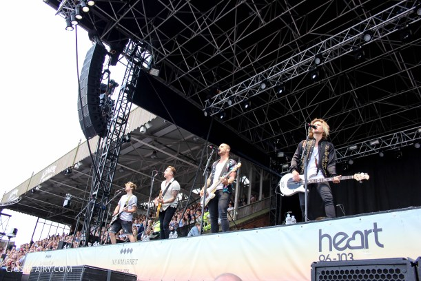 newmarket-racecourse-summer-saturdays-race-day-music-event-mcbusted-3