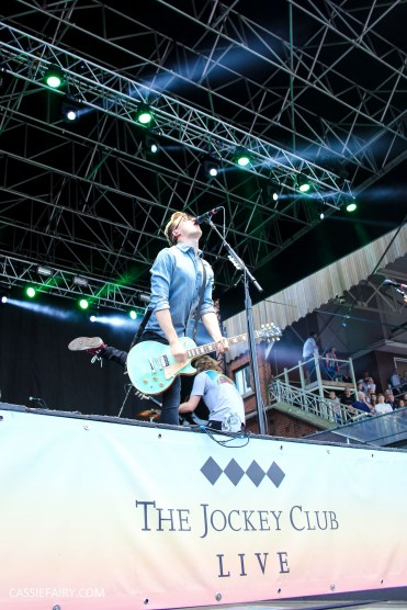 newmarket-racecourse-summer-saturdays-race-day-music-event-mcbusted-4