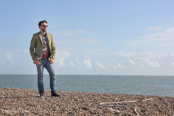 menswear mens fashion styling a tweed jacket casual beach autumn winter-15