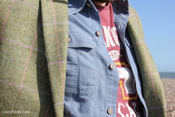 menswear mens fashion styling a tweed jacket casual beach autumn winter-18