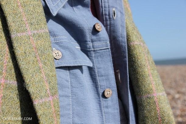 menswear mens fashion styling a tweed jacket casual beach autumn winter-19