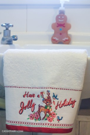 festive bathroom touches accessories towels-6