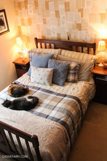 winter interior design - cosy autumn bedroom styling idea inspiration festive-2