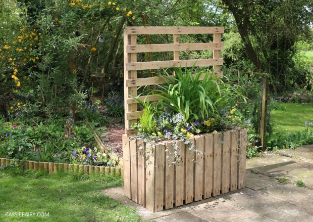 Diy Upcycled Pallet Planter Privacy Screen