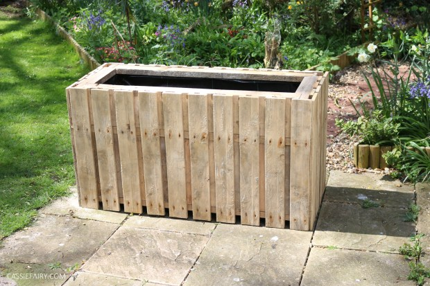 DIY Upcycled pallet planter & privacy screen