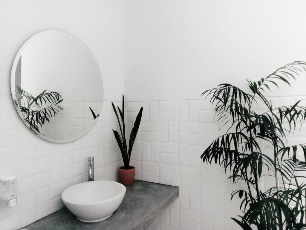 wastafel met spiegel kalkaanslag voorkomen interiorqueen.nl cassandra pater