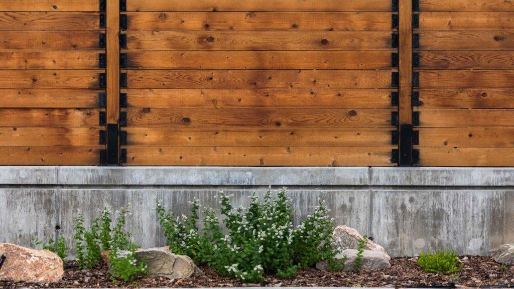 hekwerk beton schutting plaatsen tuin